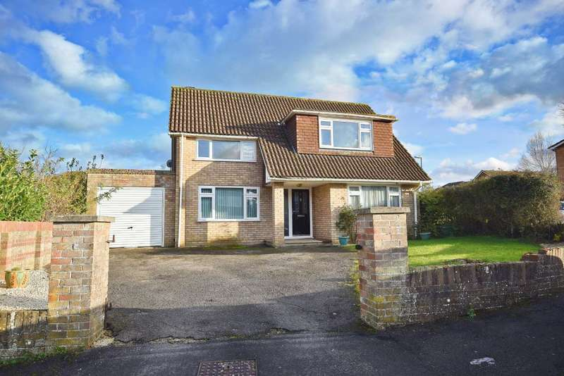 4 Bedrooms Detached House for sale in Melford Gardens, Basingstoke, RG22