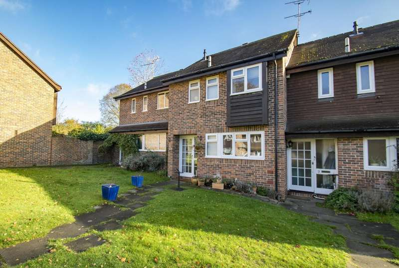3 Bedrooms Terraced House for sale in The Birches, Goring, Reading, RG8