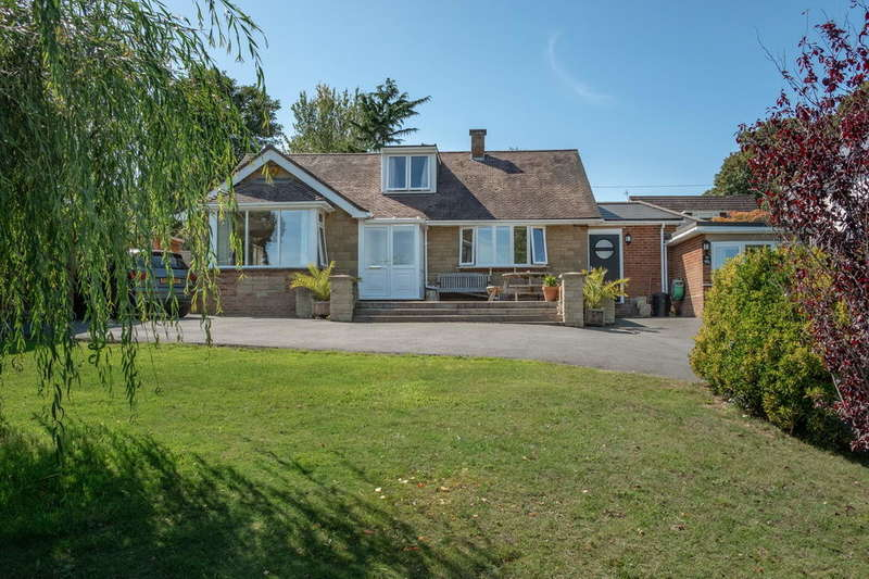3 Bedrooms Detached House for sale in Newport , Isle Of Wight