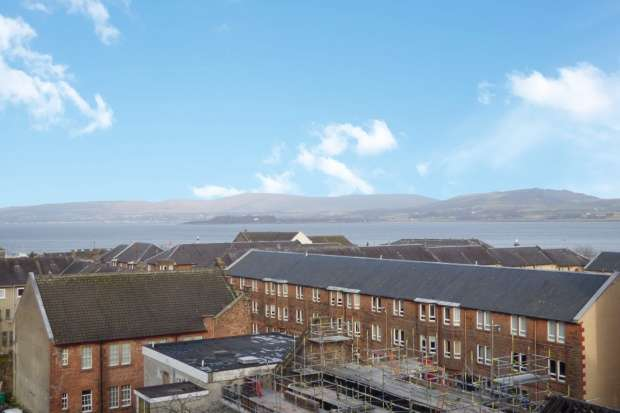 2 Bedrooms Flat for sale in John Wood Street, Port Glasgow, Inverclyde, PA14 5HU