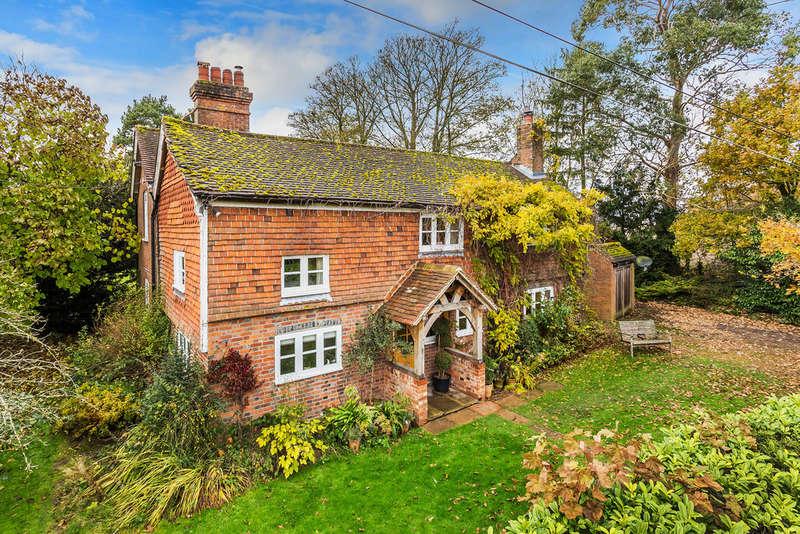 4 Bedrooms Detached House for sale in Moor Lane, Dormansland, RH7