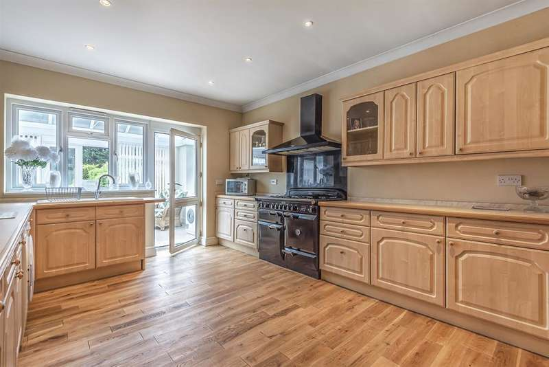 4 Bedrooms Detached House for sale in King George Road, Chatham, ME5 0TX