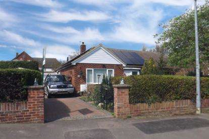 2 Bedrooms Bungalow for sale in Boddington Gardens, Biggleswade, Bedfordshire