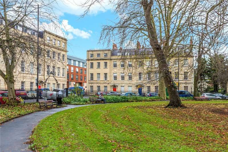 3 Bedrooms Flat for sale in Portland Square, Bristol BS2