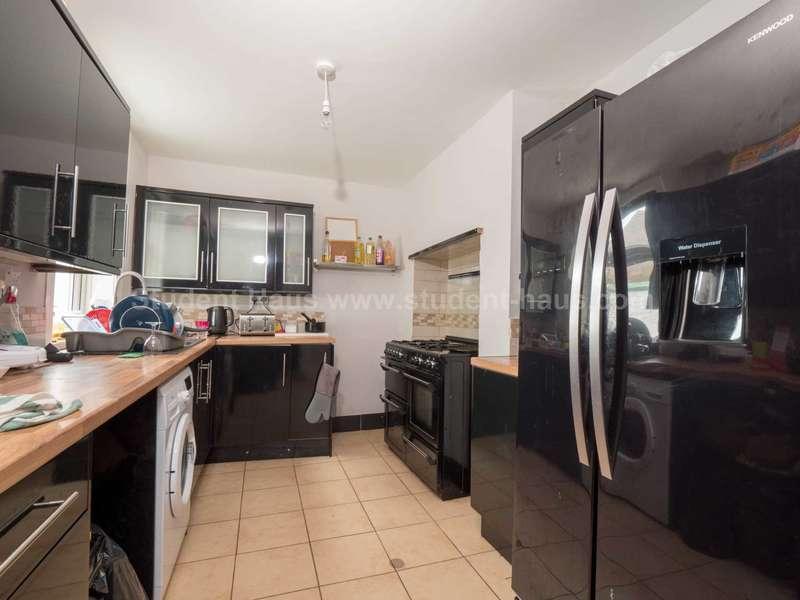 4 Bedrooms House for rent in Grange Street, Salford, M6 5PR