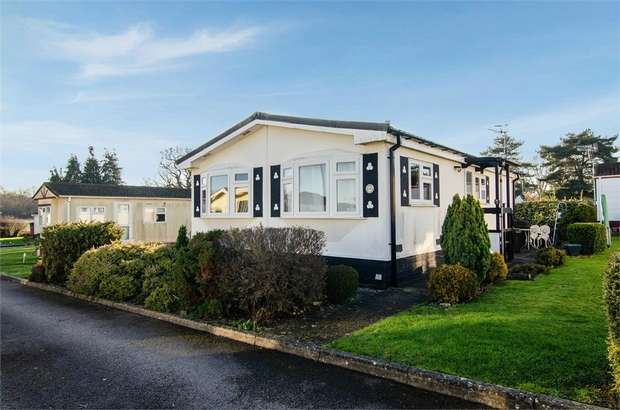 2 Bedrooms Park Home Mobile Home for sale in Crouch House Road, Edenbridge, Kent
