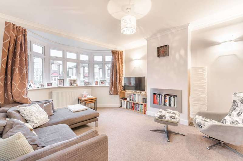 3 Bedrooms House for rent in Leafield Road, Merton, SW20