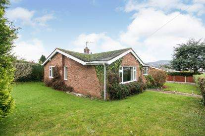 3 Bedrooms Bungalow for sale in Overlea Crescent, Deganwy, Conwy, North Wales, LL31