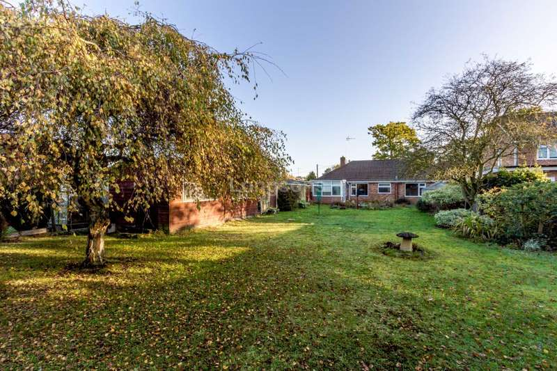 3 Bedrooms Detached Bungalow for sale in Hale Road, Necton