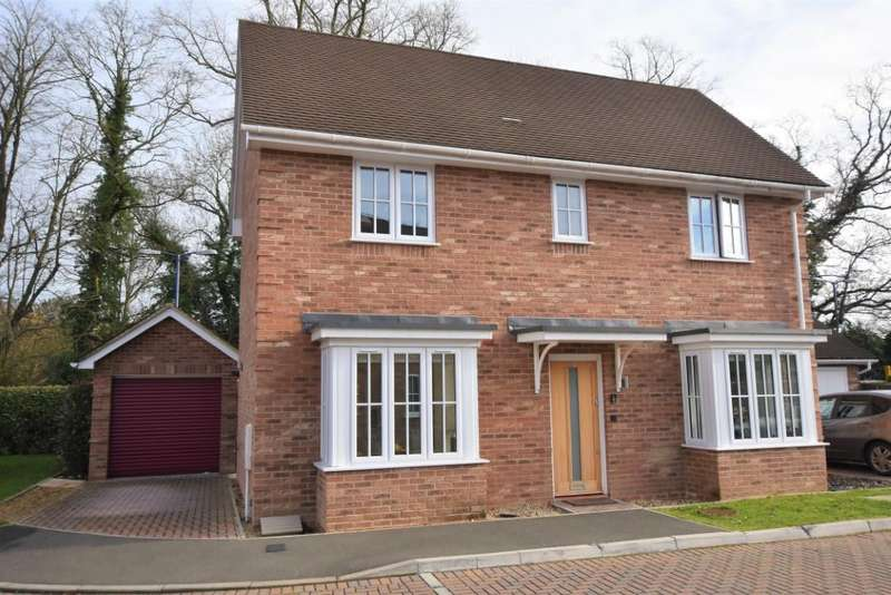 3 Bedrooms Detached House for sale in Stowe Close, Padworth, Reading, RG7