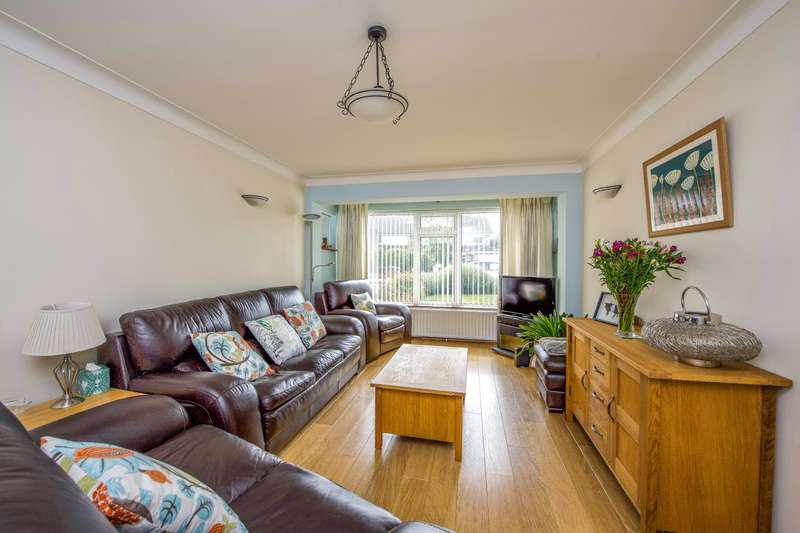 4 Bedrooms Detached House for sale in Saxonbury Avenue, Sunbury-On-Thames
