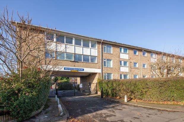 2 Bedrooms Apartment Flat for sale in Old Kennels Court, Burghfield Road, Reading