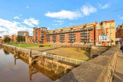 2 Bedrooms Flat for sale in Clyde Street, Glasgow