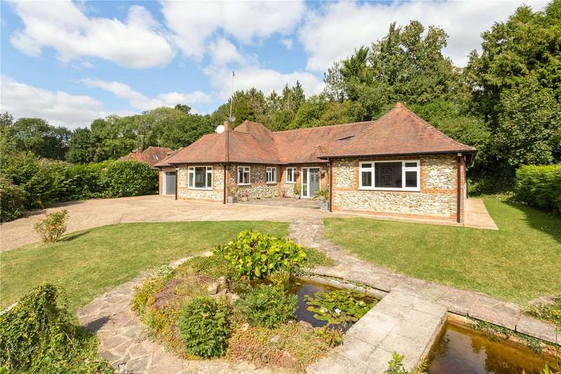 3 Bedrooms Bungalow for sale in Rucklers Lane, Kings Langley, Hertfordshire, WD4