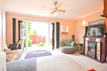 2 Bedrooms Flat for sale in 3 Witbank Gardens, Shanklin, Isle Of Wight