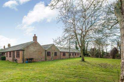 4 Bedrooms Barn Conversion Character Property for sale in Foulden, Thetford