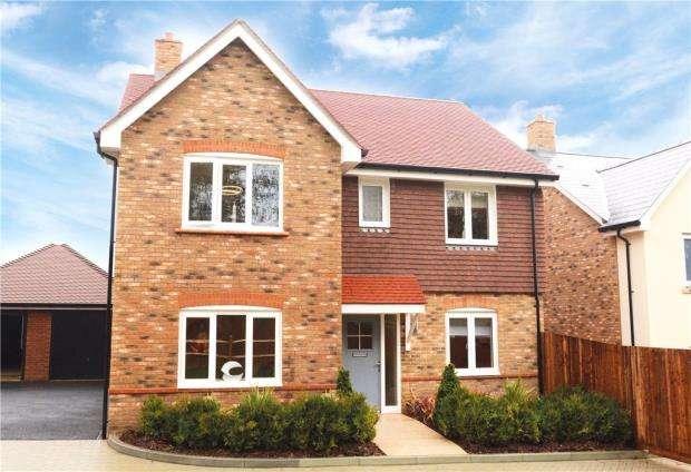 4 Bedrooms Detached House for sale in East Street, Billingshurst