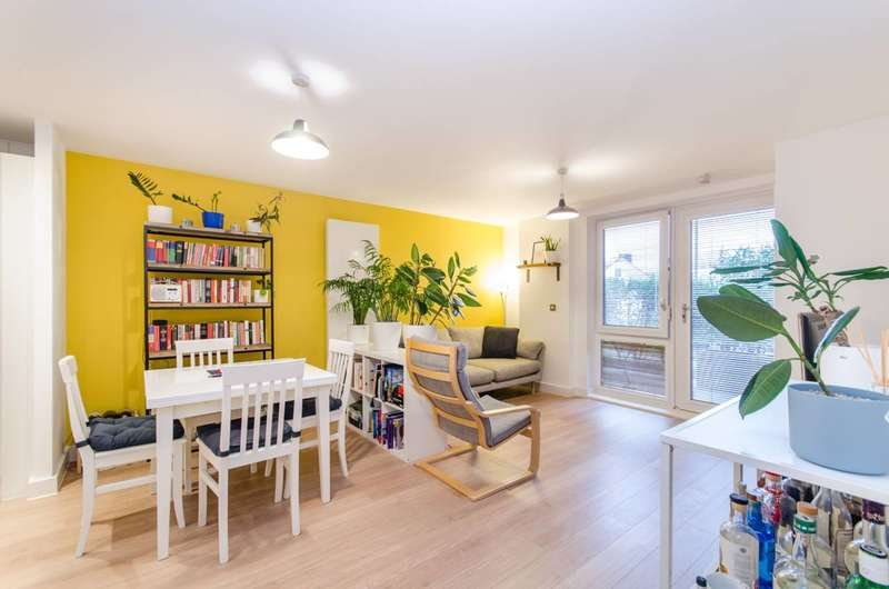2 Bedrooms Flat for sale in Flowers Close, Dollis Hill, NW2