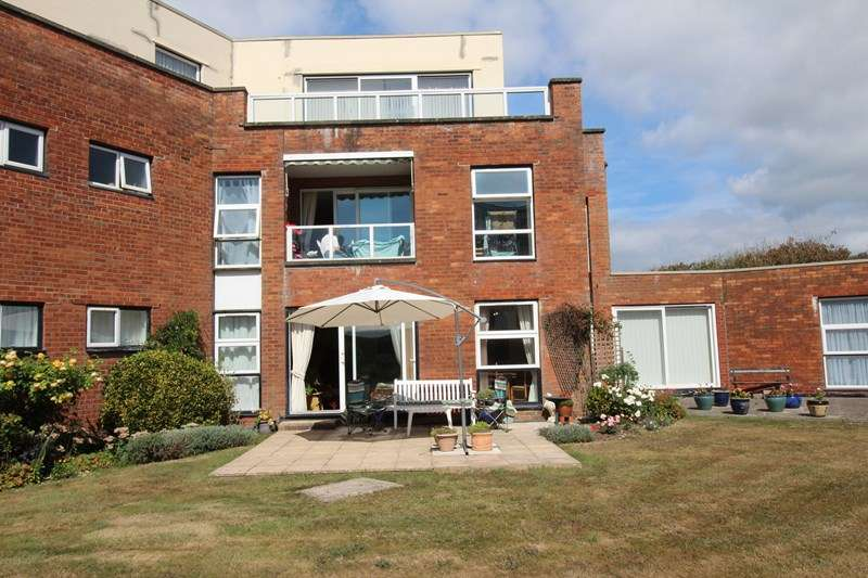 2 Bedrooms Apartment Flat for sale in Camden Hurst, Pless Road, Milford On Sea, Lymington, SO41