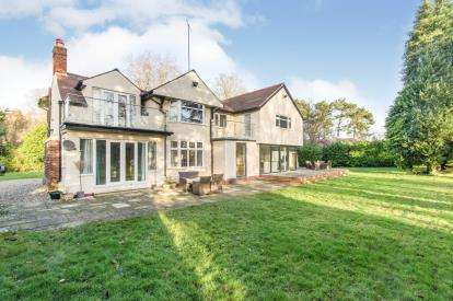 5 Bedrooms Detached House for sale in Berwick Road, Little Sutton, Ellesmere Port, Cheshire, CH66