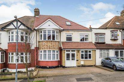 5 Bedrooms Terraced House for sale in Gardens, Woodford Green, Essex