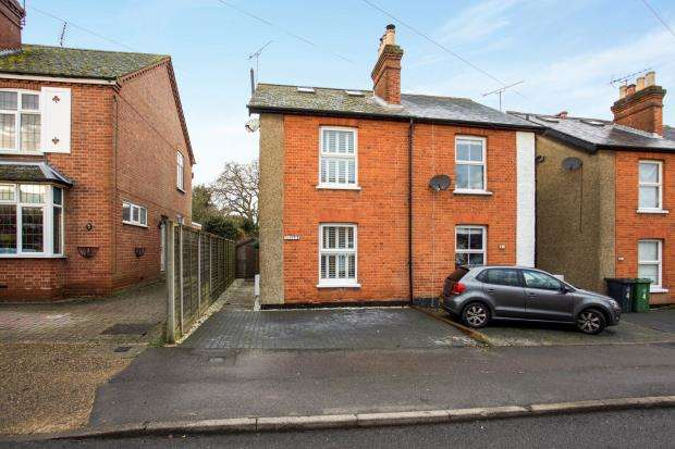 3 Bedrooms Semi Detached House for sale in Lightwater, Surrey, United Kingdom
