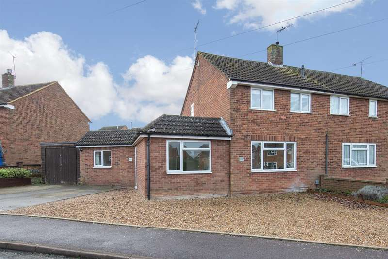 3 Bedrooms Semi Detached House for sale in Jeans Way, Dunstable, Bedfordshire