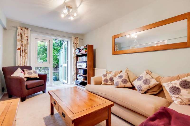2 Bedrooms Flat for sale in South Lambeth Road, London SW8