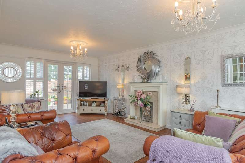 4 Bedrooms Detached House for sale in Four Sisters Way, Eastwood, Leigh-on-Sea, SS9