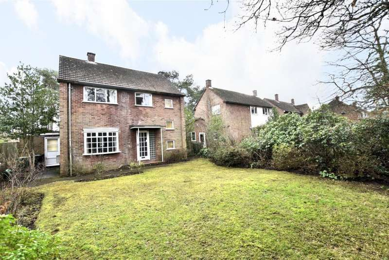 3 Bedrooms Detached House for sale in Reading Road, Burghfield Common, Reading, RG7
