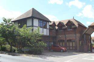 2 Bedrooms Flat for sale in Colemans House, 113 London Road, Etchingham, East Sussex