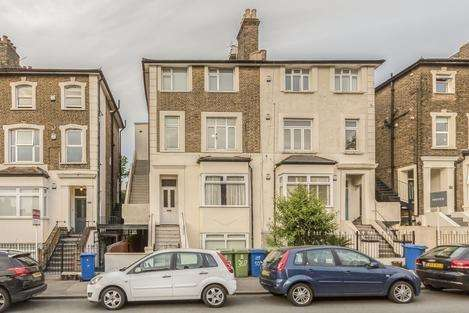 2 Bedrooms Flat for rent in Lordship Lane, London SE22