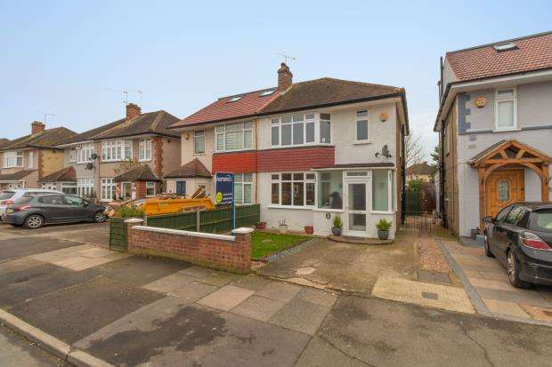 3 Bedrooms Semi Detached House for sale in West Road, Feltham, Surrey