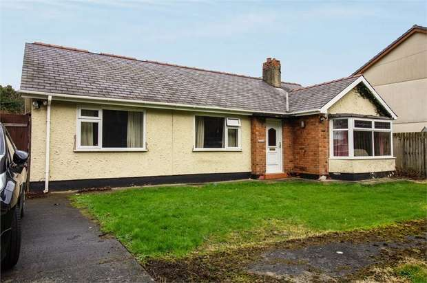 3 Bedrooms Detached Bungalow for sale in Porthdafarch Road, Holyhead, Anglesey