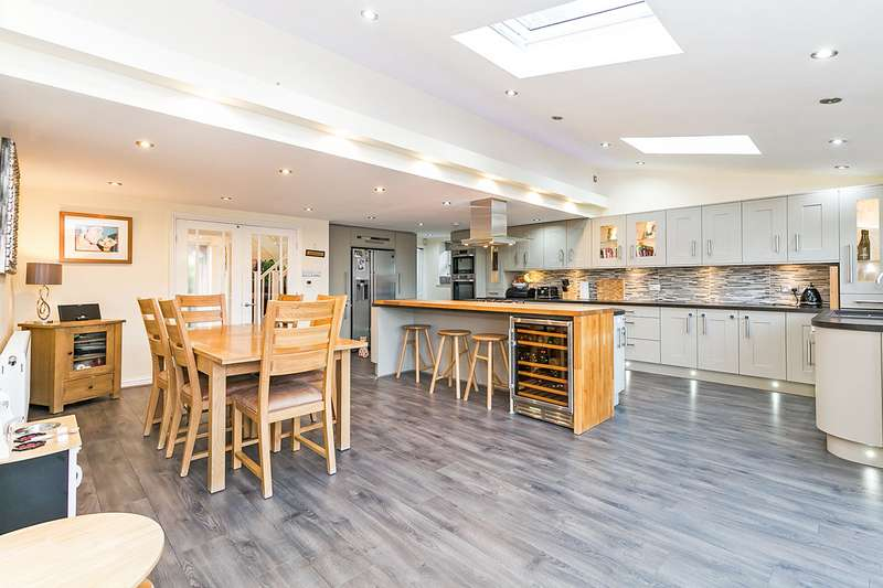 4 Bedrooms Detached House for sale in The Ridings, Whittle-le-Woods, Chorley, Lancashire, PR6