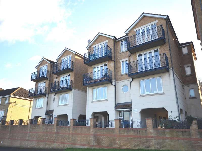 2 Bedrooms Apartment Flat for sale in Hamilton Court, Fennel Close, Rochester, Kent, ME1
