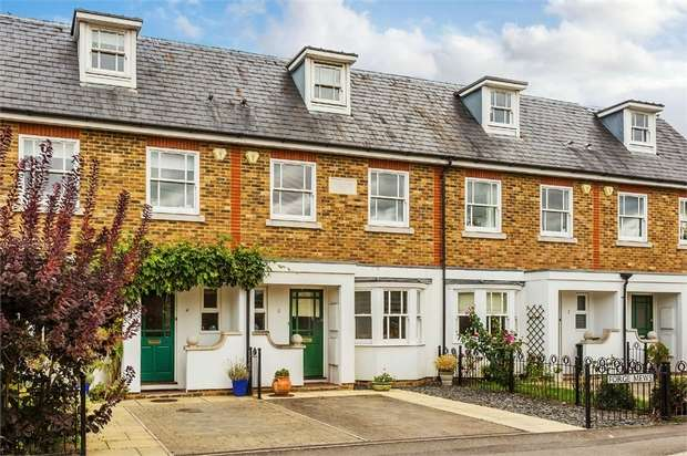 4 Bedrooms Town House for sale in Forge Mews, SUNBURY-ON-THAMES, Surrey