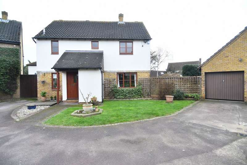 4 Bedrooms House for sale in Peel Place, Clayhall, IG5