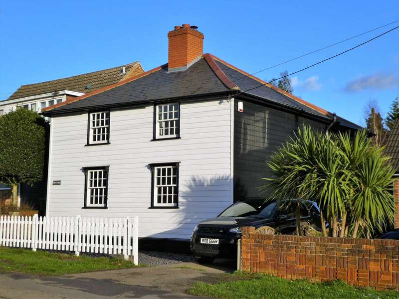3 Bedrooms Detached House for sale in Tye Common Road, Billericay