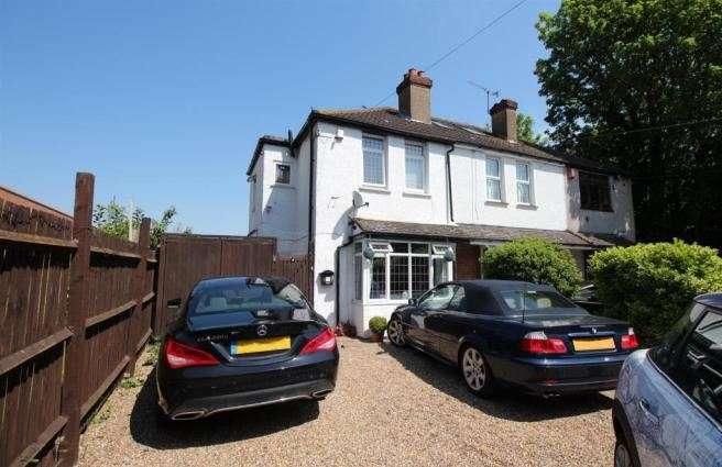 3 Bedrooms Property for sale in Leydenhatch Lane, Swanley, Kent, BR8 7PT