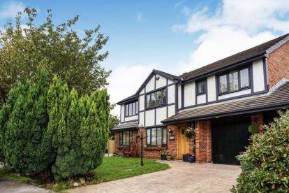4 Bedrooms Detached House for sale in Moorgate Road, Carrbrook, Stalybridge, Greater Manchester