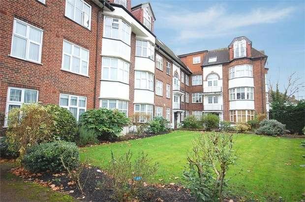 2 Bedrooms Flat for sale in Queens Road, London