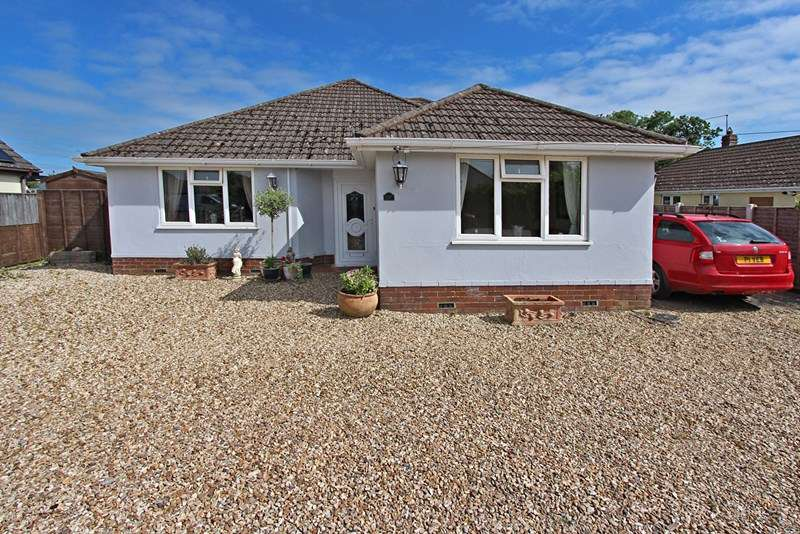 4 Bedrooms Bungalow for sale in Danehurst New Road, Tiptoe, Lymington, Hampshire, SO41