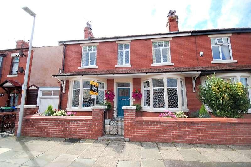 4 Bedrooms Semi Detached House for sale in Queensway, Blackpool
