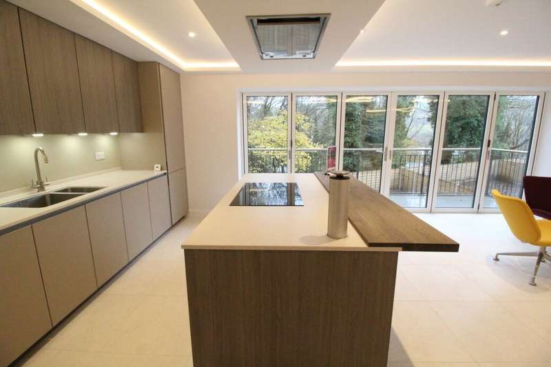 5 Bedrooms Detached House for sale in Booth Road, Bacup, OL13