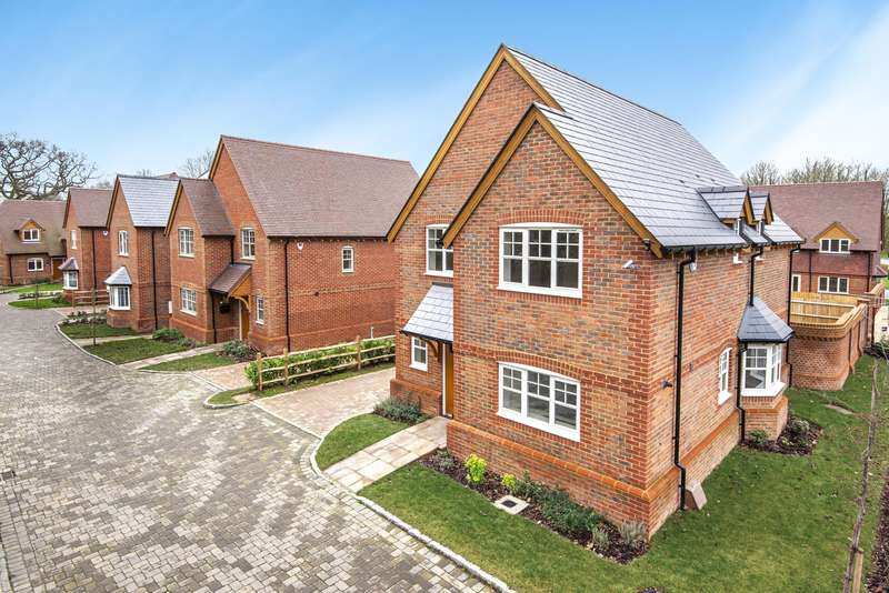 4 Bedrooms Detached House for sale in Baird Road, Arborfield, Reading, RG2