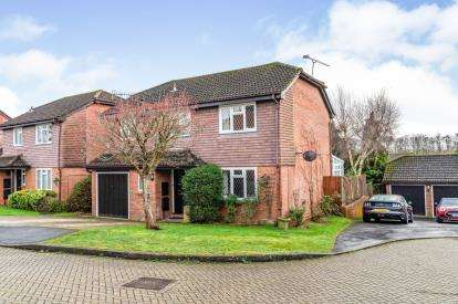 4 Bedrooms Detached House for sale in Romsey, Hampshire, England