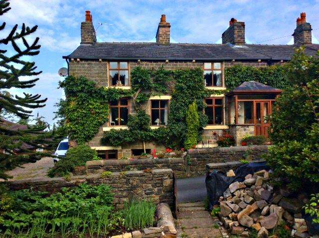 3 Bedrooms Cottage House for sale in Foxholes Road, Horwich, Bolton