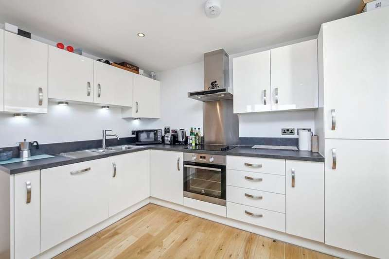 2 Bedrooms Flat for sale in Rainhill Way, London E3