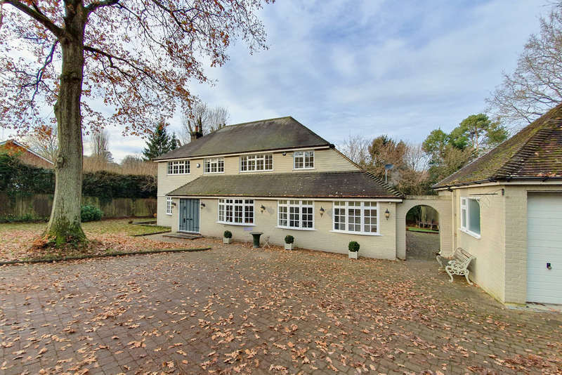 4 Bedrooms Detached House for sale in Dale Road, Forest Row